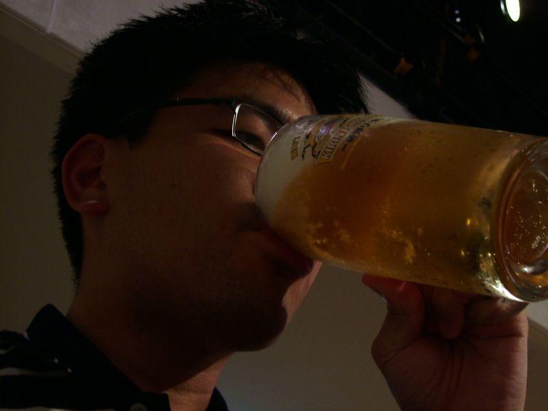 ビールをあおるぜ