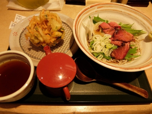 ローストビーフ水菜そばとかき揚げ