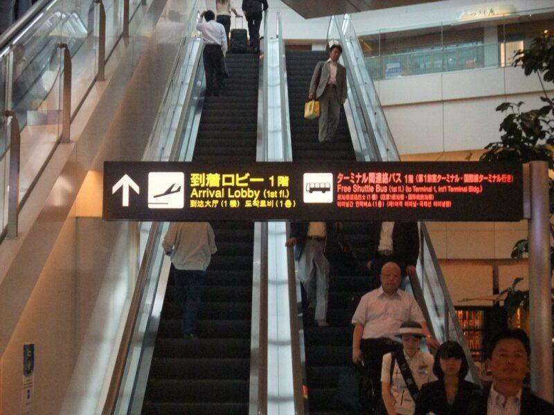 羽田空港エスカレーター