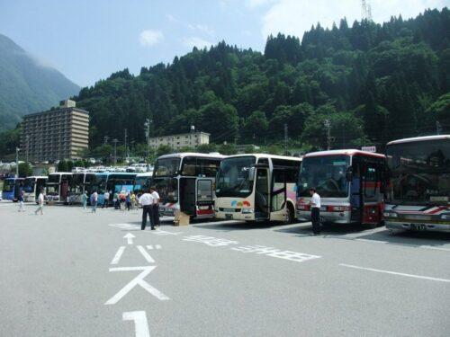 たくさん並ぶ観光バス