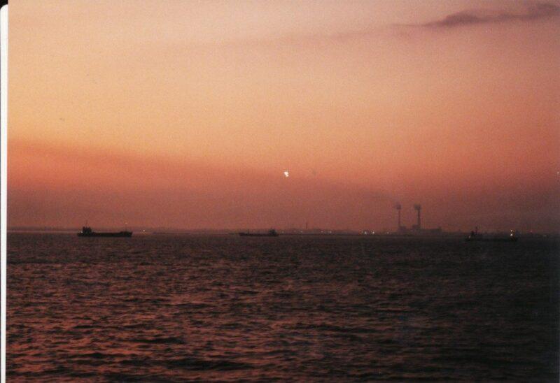 夜明けの日本海