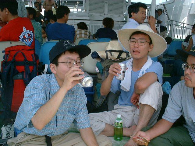 甲板で飲む2