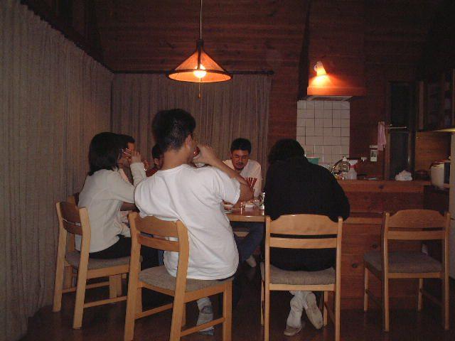 カウンター席での食事は楽しい