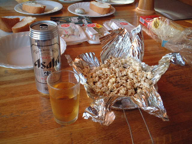 朝からポップコーンとビール