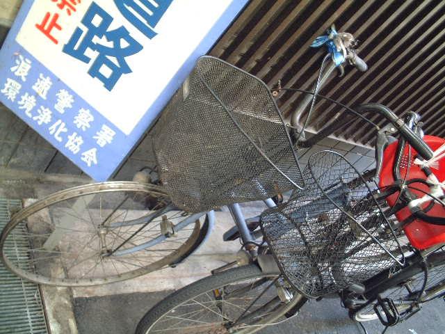 自転車のタイヤが盗まれている