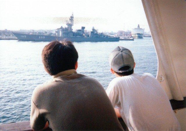 護衛艦を眺める