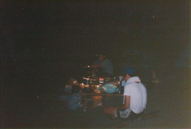 暗闇の食事