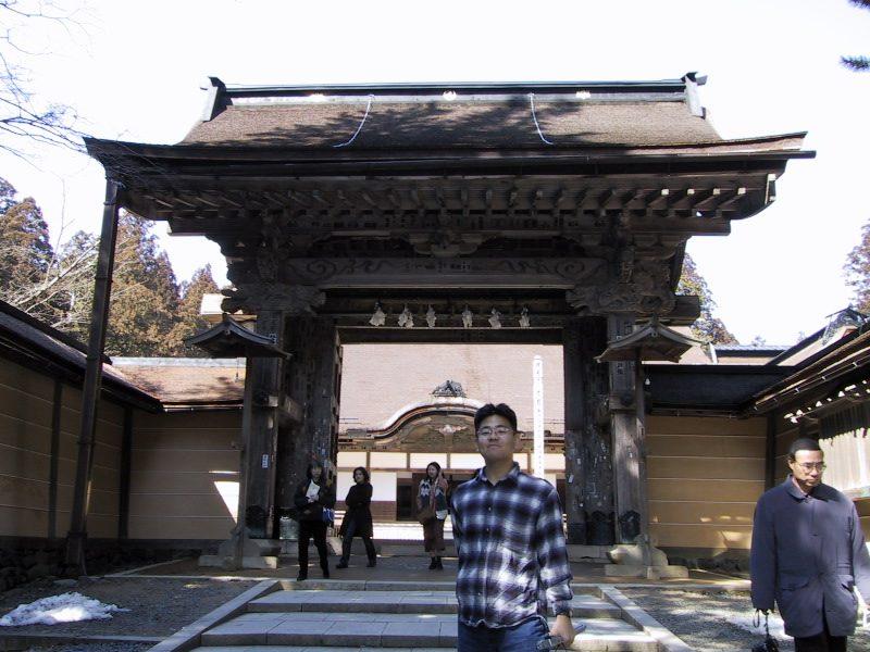 金剛峯寺の門前