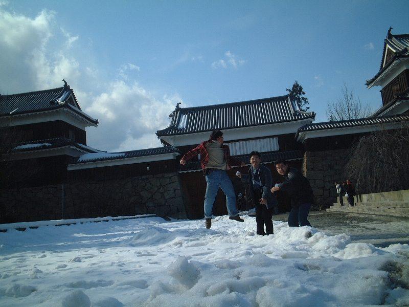 上田城にてはしゃぐ