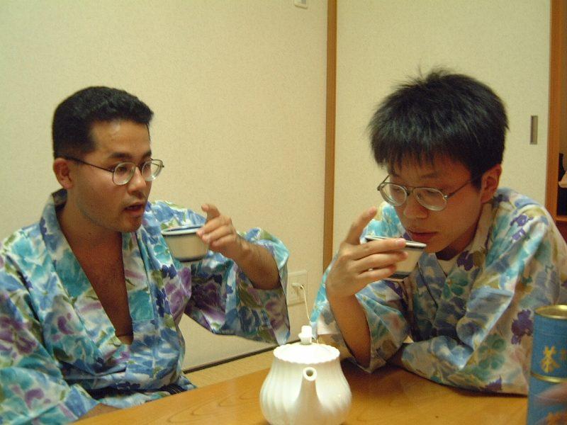 二人でお茶を飲む