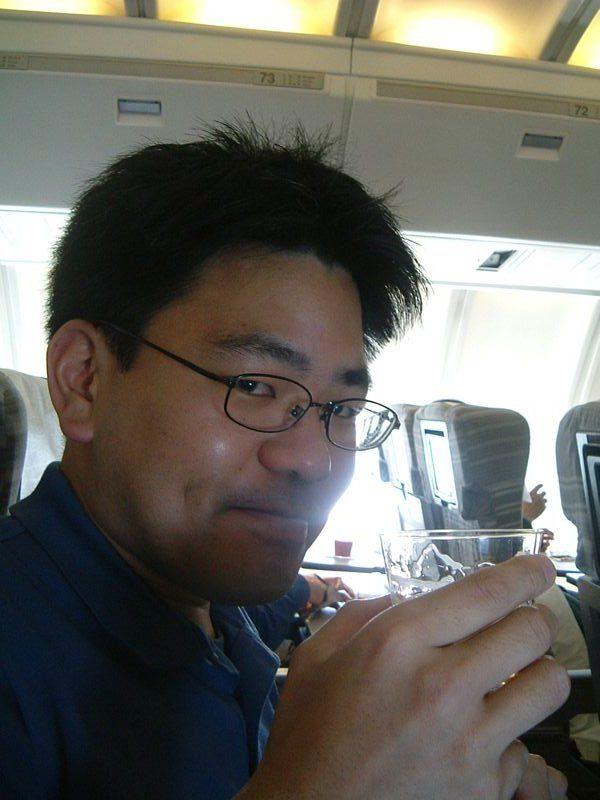 高度1万メートルで乾杯