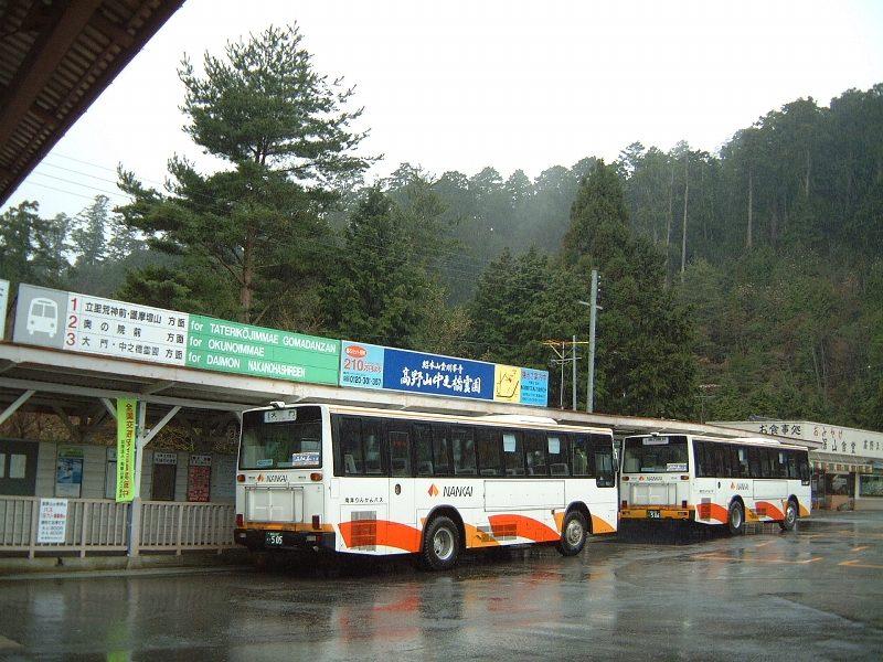 高野山駅前のバス