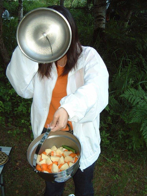 カレーでも作りそうな鍋