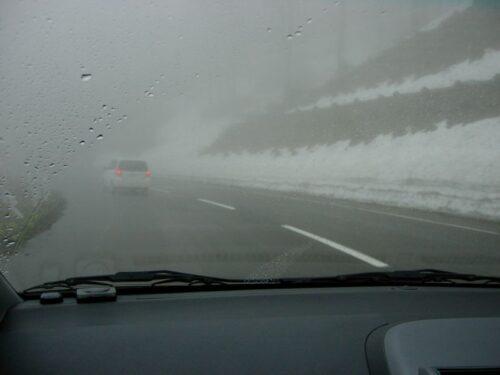 雪が道路脇にみっちり