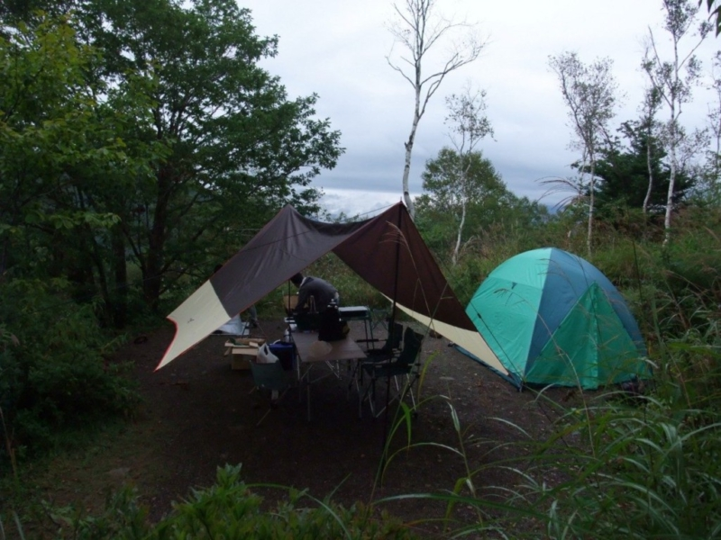 テントとタープを張る