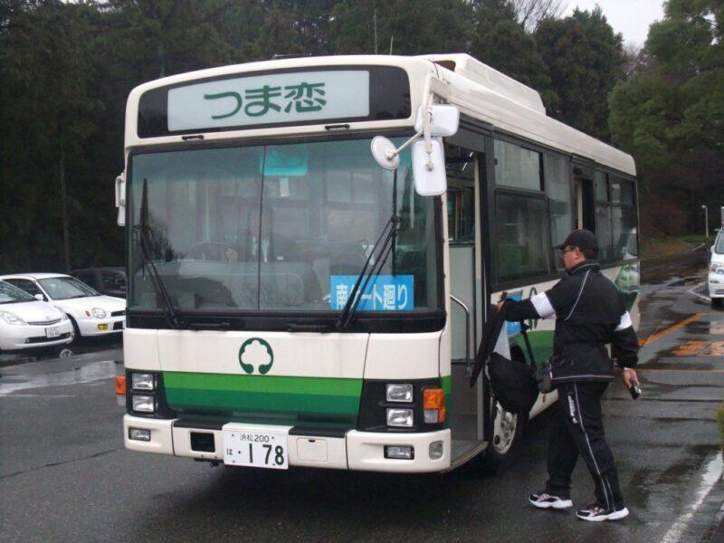 巡回バスに乗る