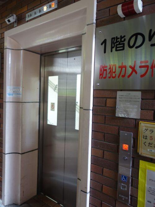 エレベーターの扉