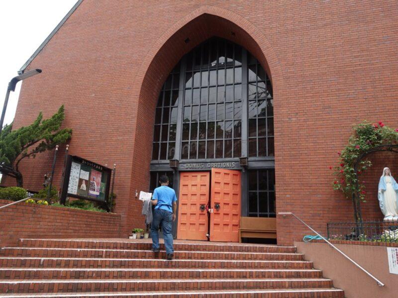 大浦教会に入る