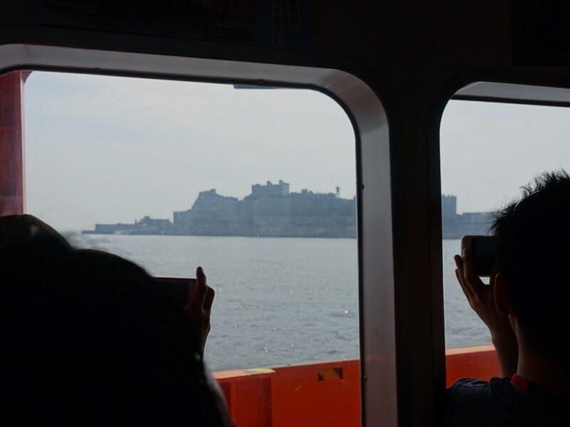 軍艦島が見えて来た