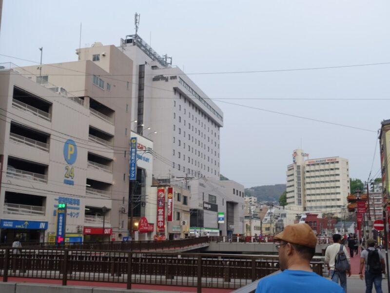中華街方面とホテル