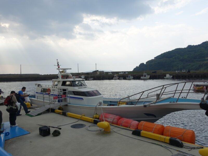 池島に向かう船