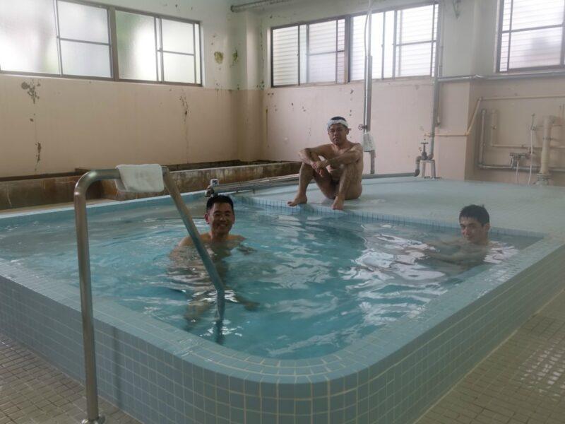 池島公衆浴場でアワレみ隊