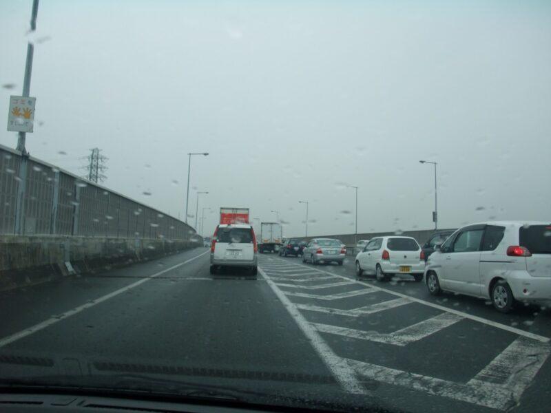 雨の関越道