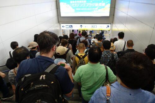 朝9時前の横須賀中央駅
