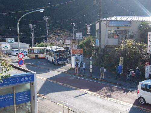 バス乗り場が見える