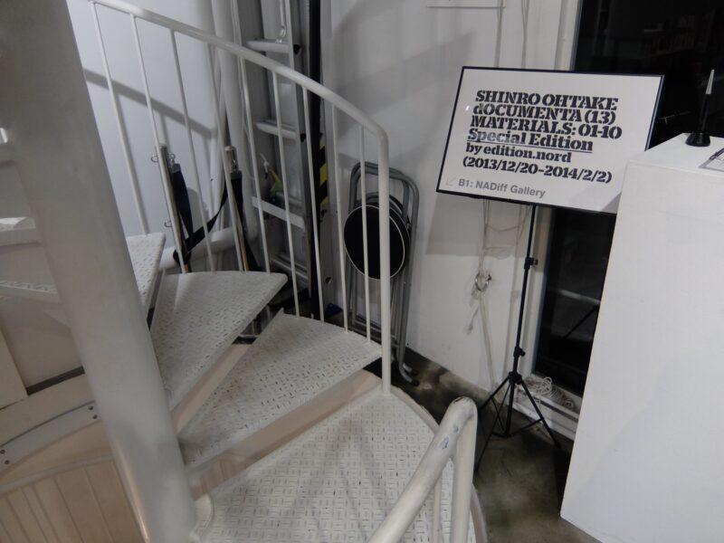 地下に通じるらせん階段