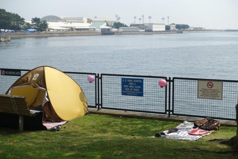 テントを張る人が早速いる