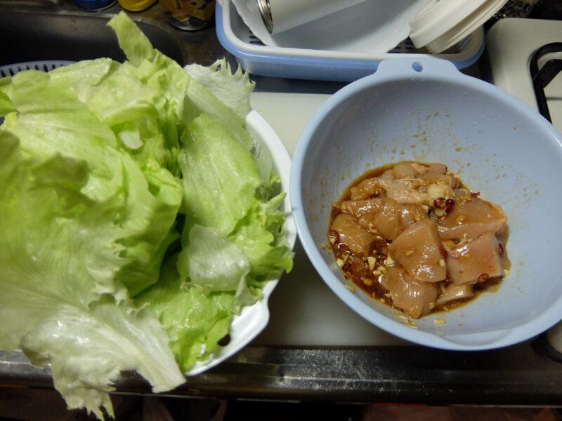 レタスと鶏肉の蒸し煮