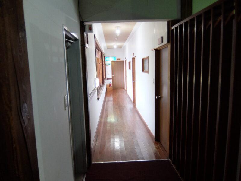 部屋に通じる廊下