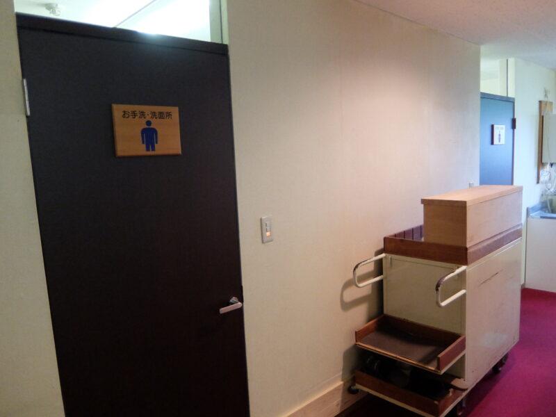 トイレは廊下にある