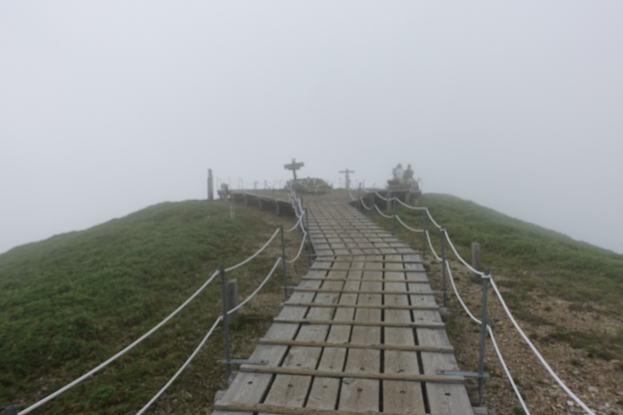 剣山山頂付近の木道