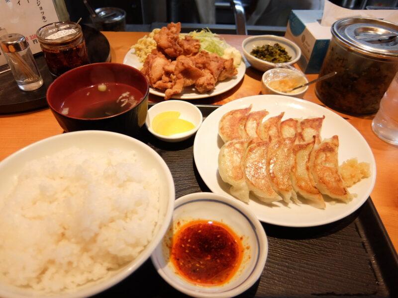 餃子定食と、唐揚げ単品