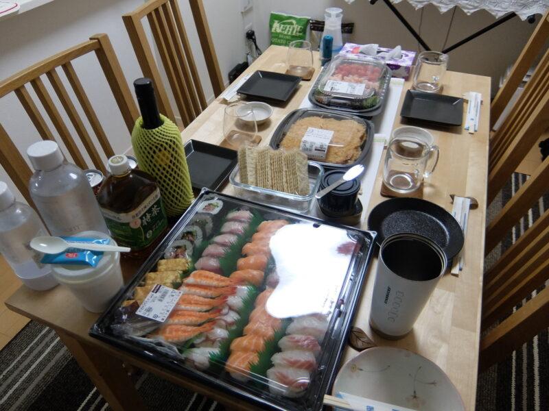 料理を並べる