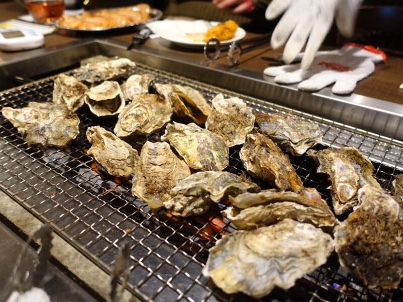 牡蠣をしこたま焼く