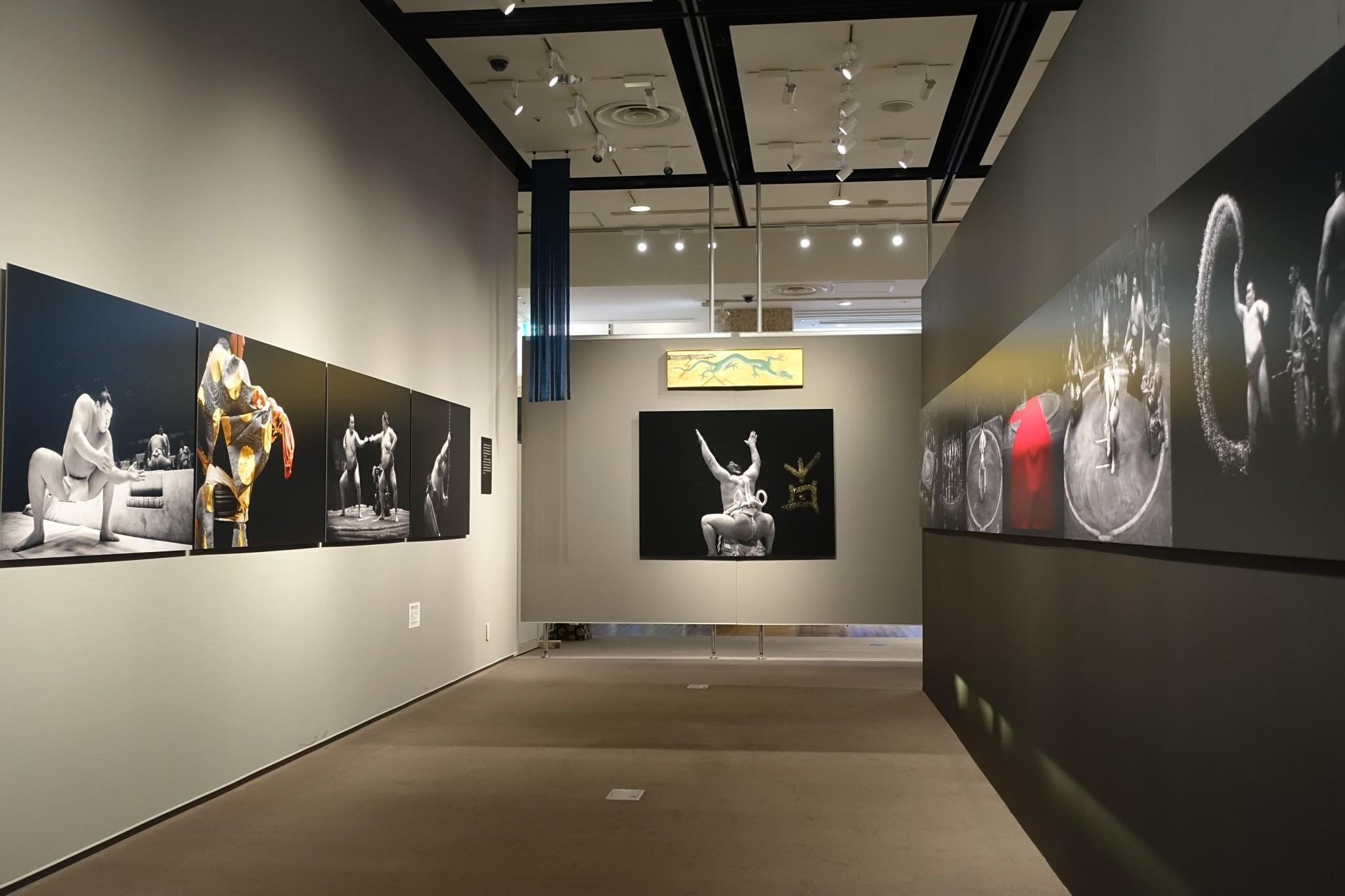 フィリップ・マリニグ写真展 - KOKODE KAMIGAMI、ここで神々-